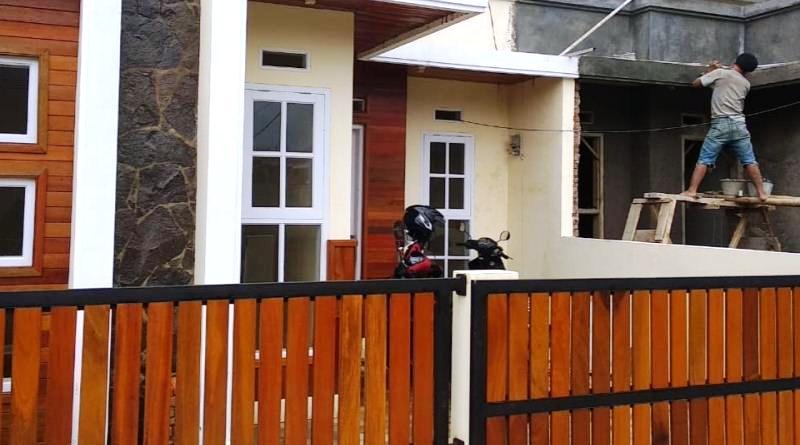 pagar kayu rumah